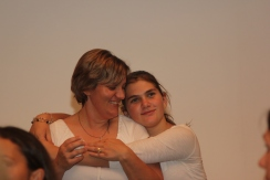A sweet mother/daughter moment between Jenna and Lynn Howery